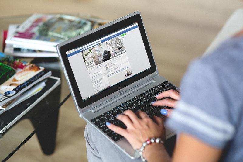 používanie facebooku ovplyvňuje algoritmus